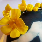 Edible cake topper with freesia spray